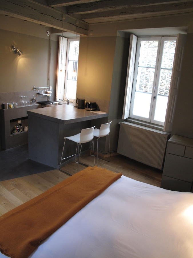 Grande Chambre dans Maison du Corbelier de Belligan à Angers - Studio meublé à louer.