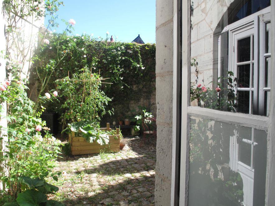 Vue sur cour - Maison du Corbelier de Belligan à Angers - Studio meublé à louer.